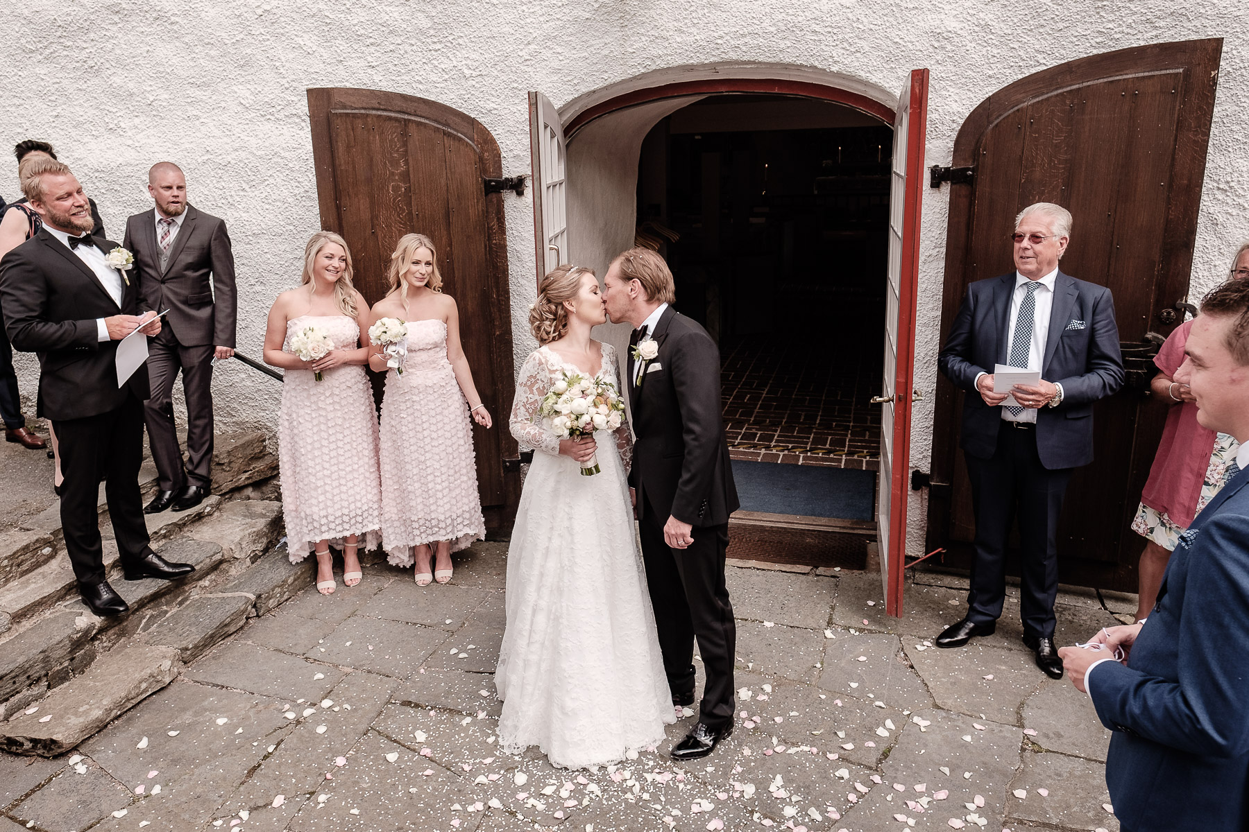 Click to enlarge image hanna&andreas-tjoloholmsslott-ottossonphoto-1012.jpg